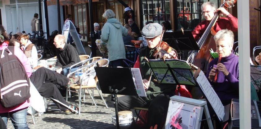 Musicians in Abingdon Market Place