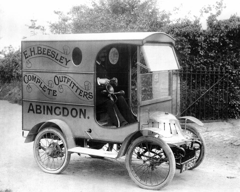 This 1908 De Dion van is believed to be the first commercial vehicle owned in Abingdon. Beesleys was a clothing retailer and would take samples out to the villages and deliver orders.