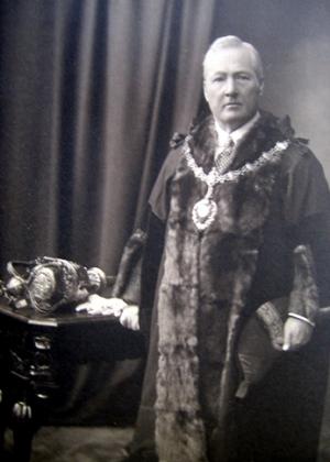 Arthur E Preston in mayoral regalia, c.1912