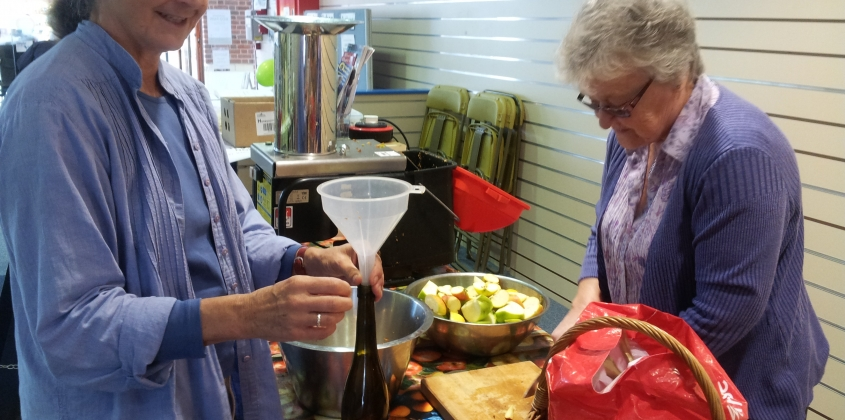 Members of Abingdon Carbon Cutters getting the apples ready to press