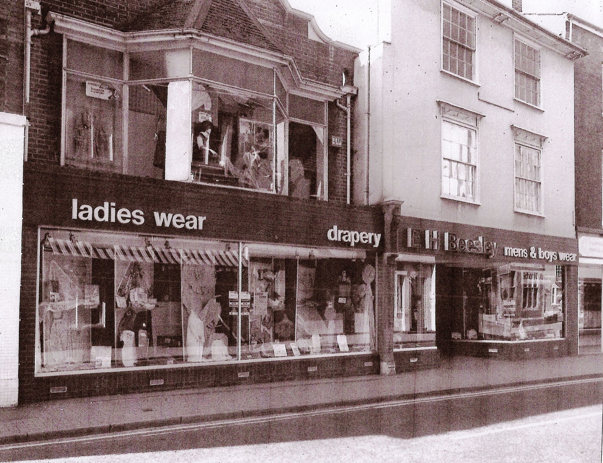 The shop at 22-24 High Street in 1984