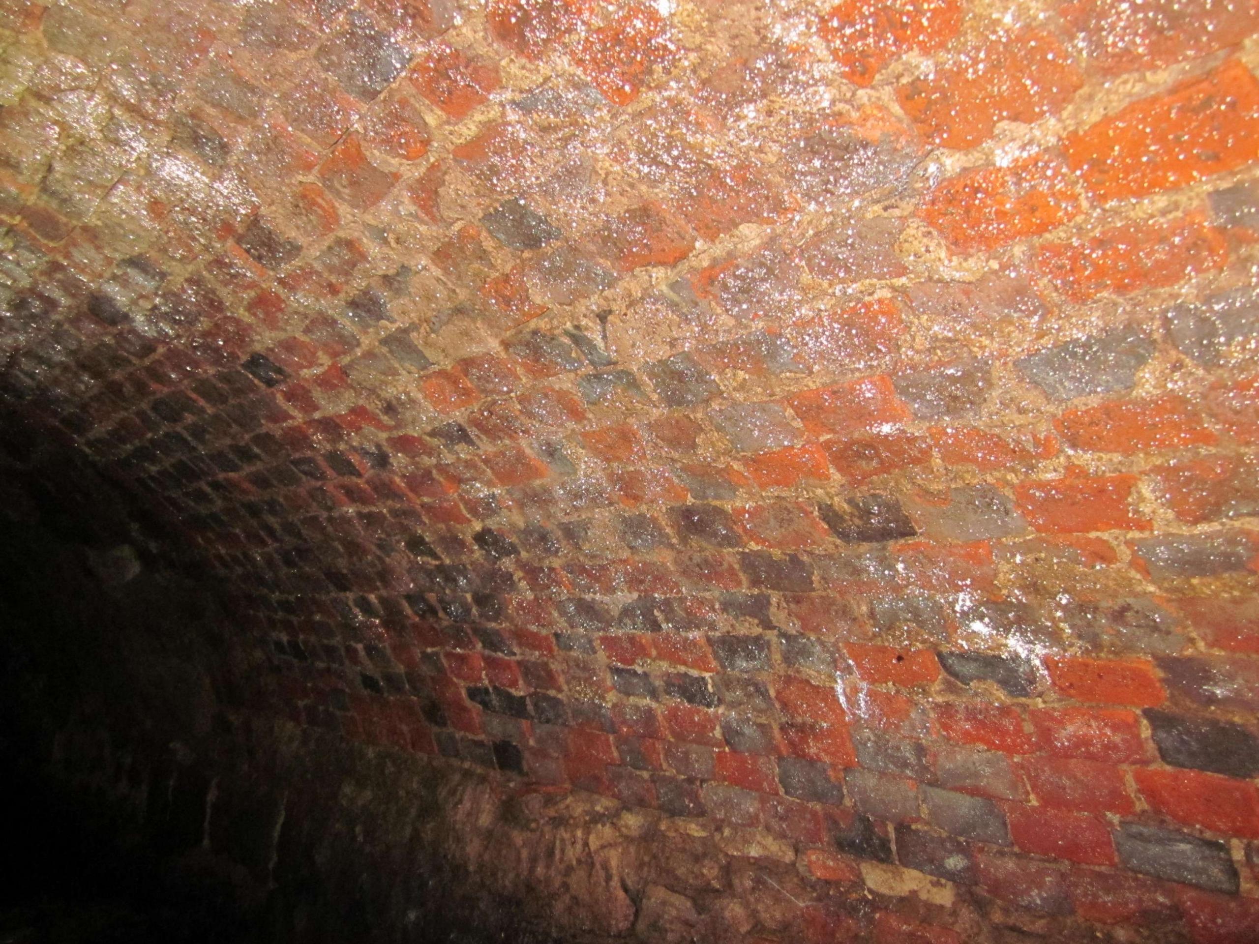 Figure 7 (left) Brick section under Stert Street (© D Clark)