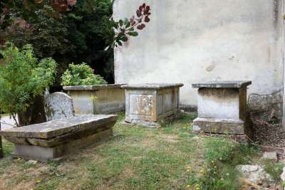 The Knapp chest tombs