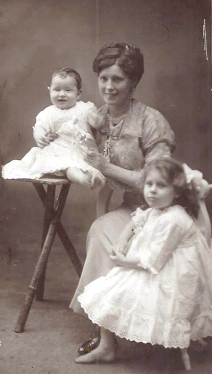 Florence Marie MayheadwithBill and Joan(left)