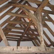 Crown-post roof