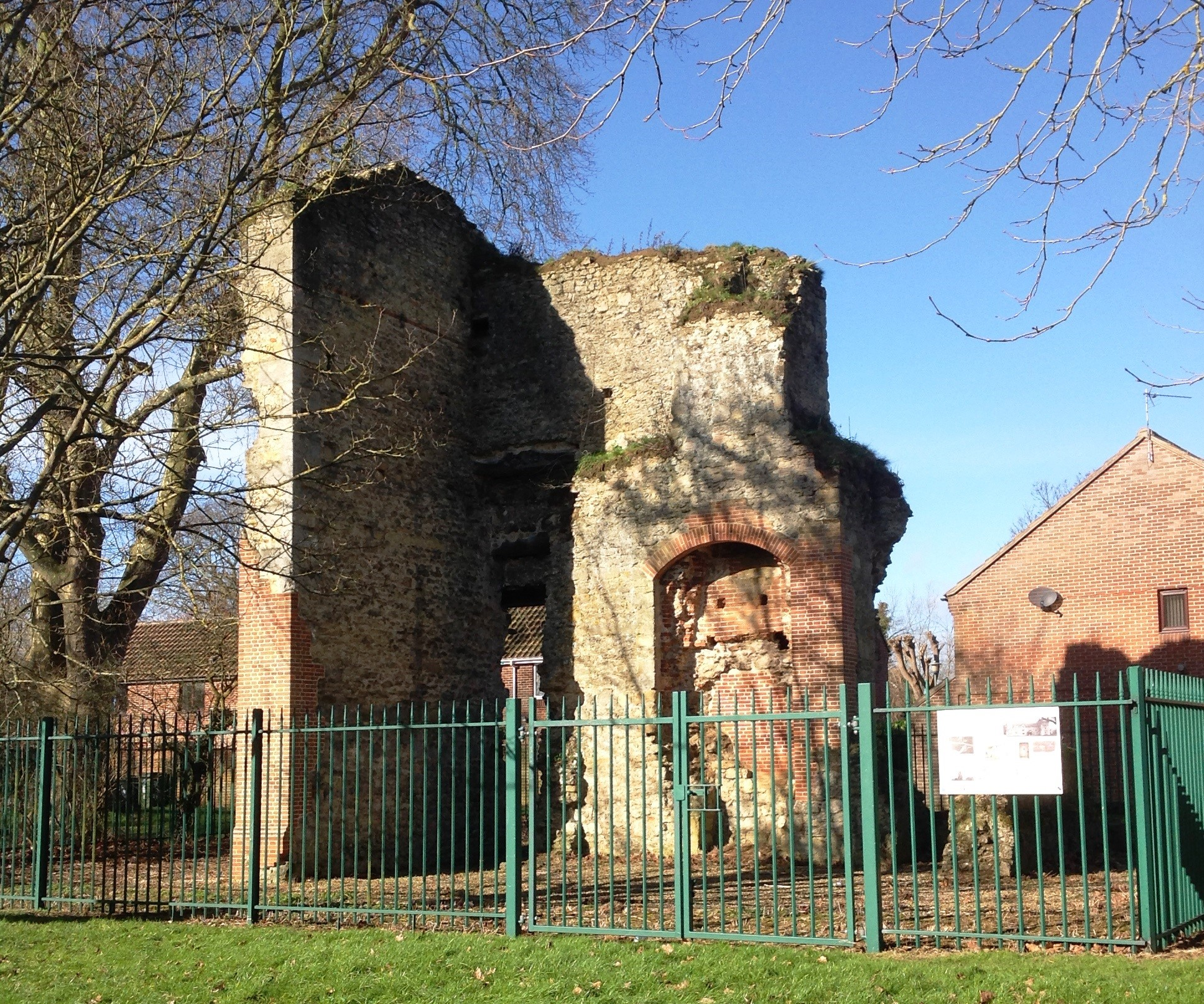 Barton Court - ruins from the south in 2016