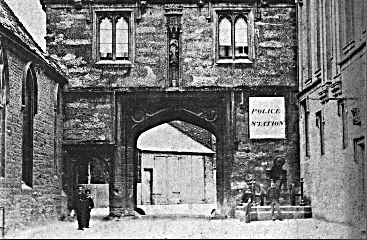 The Russian Cannon near the Abbey Gateway in about 1860. It stands under the notice saying POLICE STATION.  © Courtesy of Friends of Abingdon