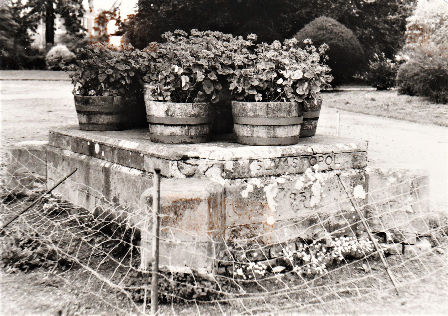 The empty cannon plinth in Albert Park in the early 1980s.  © By kind permission of Elizabeth Drury.